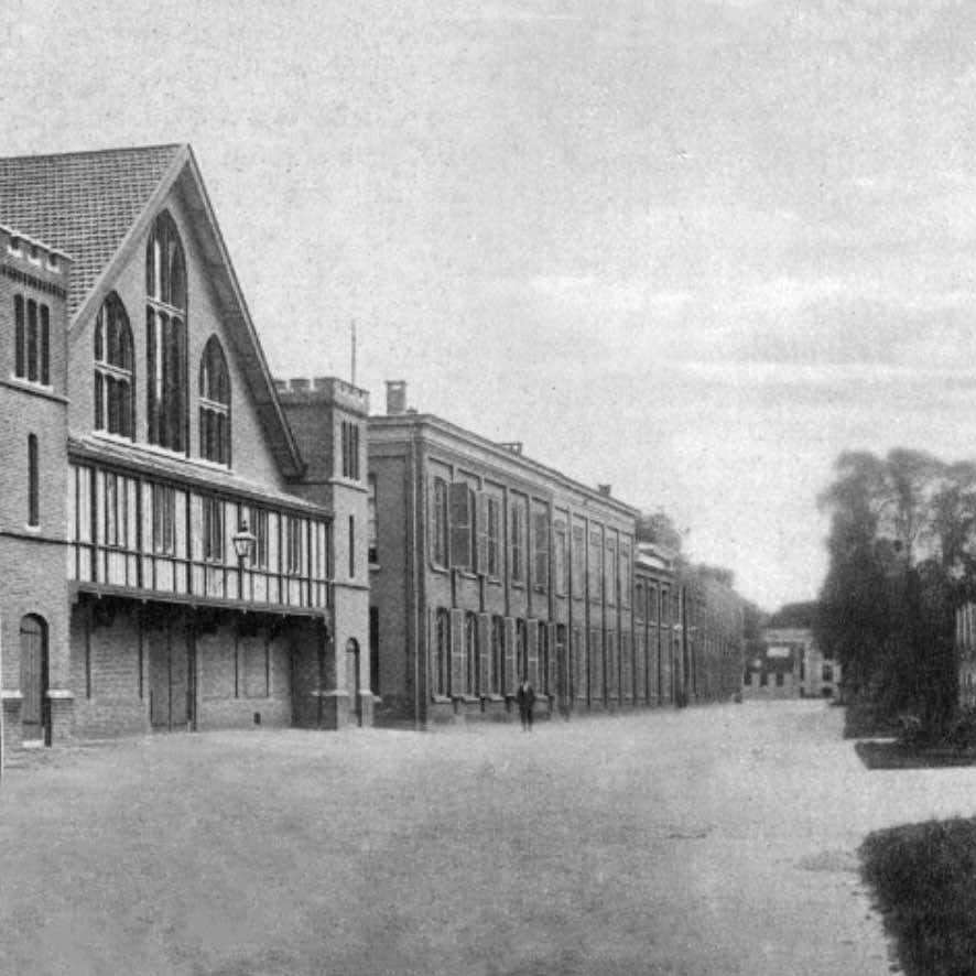 Manege, kliniek en eenpaard-stallen (rechts), ca. 1915 (Het Utrechts Archief)